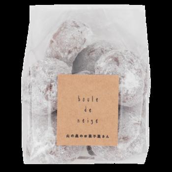 「雪玉」のようにころんとかわいいフォルムも魅力的。  冷蔵庫で冷やして食べても美味です。