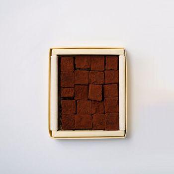 ベルギー産のチョコレートを使った、絵本にも登場する石畳のような生チョコレートは、ウィーン王室御用達のDEMEL( デメル)でチョコレート製作を学んだシェフが手がける、完成された1品です。