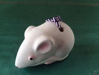 ねずみ土鈴・・・多産を象徴し、繁栄を意味するネズミの干支土鈴。きっと可愛い音色でしょうね。