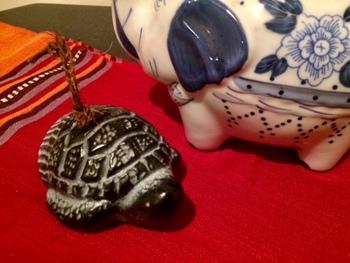 亀の土鈴・・・昔話にも出てくる、こうした身近な小動物をモチーフに、子供の小さな手に馴染む親しみやすい土鈴が人気でした。