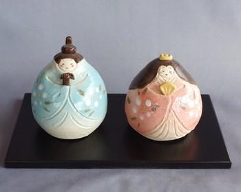 「雛人形の土鈴」・・・なんと、おにぎり型で作った土鈴だそう。置いても素敵、手にとって鳴らせばカランカランと涼やかな音色が楽しめますよ!
