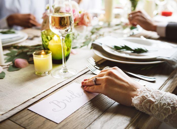 結婚式や二次会、ドレスコードのあるパーティーなど、きちんとしたワンピースは何枚あっても良いのですが、普段使いするにはちょっと難しいものも多いですね。袖を通す機会が少ないドレスを買うよりは、最初から普段使いもできるドレスを買えばとってもお得♪そこで、フォーマルにもカジュアルにも使える、シンプルなワンピースを集めてみました!