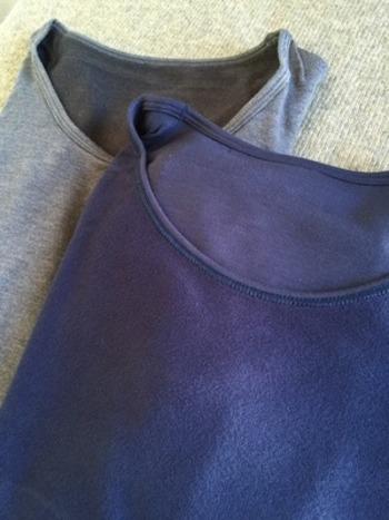 タートルネックやハイネック、Uネックなどデザインや柄も豊富なので洋服に合わせて選んで。