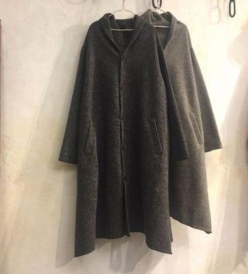 真冬にサクッと羽織りたいロングコート。おしゃれに見えるコツを押さえておけば、何気ない立ち姿にもグッと風格が出てきます。ぜひ参考にして、コートルックをブラッシュアップさせてみてくださいね。