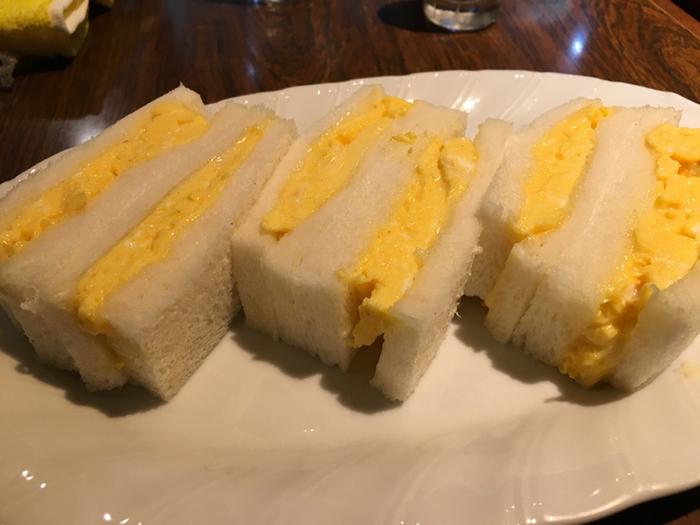 同じくトロトロふわふわのオムレツを挟んだ「オムレツサンドイッチ」も、ぜひ一度お試しを。柔らかなパンとオムレツのシンプルな組み合わせは、昔ながらの懐かしさを感じる一品です。