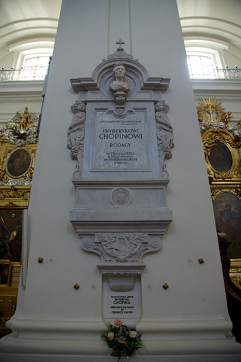 ワルシャワ出身の偉人といえば、何といってもショパン。ワルシャワには、ショパンゆかりのスポットが点在しています。ショパンの心臓が安置されている聖十字架教会もそのひとつ。