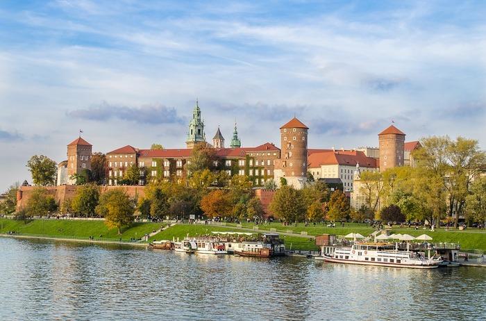 歴代ポーランド国王の居城で、代々の王の戴冠式がとりおこなわれました。王宮は16世紀初めにルネサンス様式で建てられ、ここに数多くのコレクションが収められています。