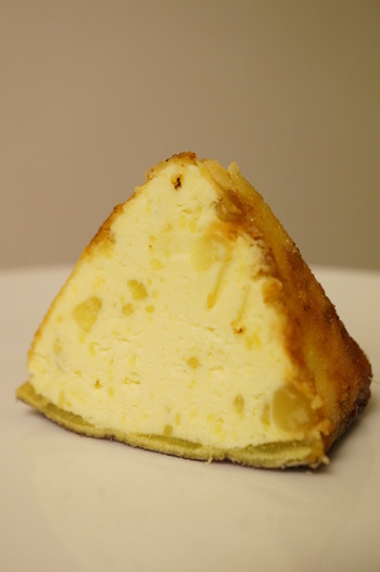サツマイモをじっくりと焼いて甘みを最大限に引き出してから、生クリームとバターを混ぜ、キャラメリゼでコーティングした逸品です。