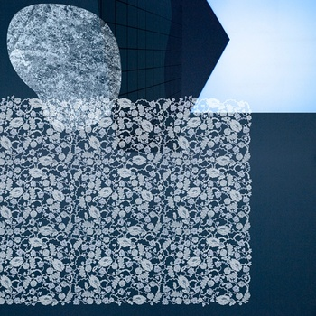 「secret-密か-」 繊細な花のレース模様と、抽象的な模様が組み合わさった大人っぽいデザイン。