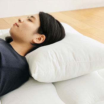 寝ている間に人は意外と汗をかいているのをご存知ですか?汗や皮脂は臭いや菌の繁殖を促進します。抗菌・防臭にこだわった枕なら、嫌な臭いや菌の繁殖を防いでくれて清潔を保てます。