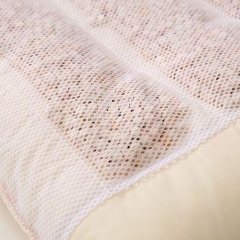 天然の檜チップはダニを寄せ付けない効果も。心地よく、清潔に使い続けられる安心の枕です。