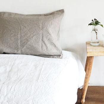 リネン100%のピローケースは、洗うたびに柔らかく馴染んでいくのが魅力のアイテム。リネンは速乾性、吸水性に優れ、快適な睡眠を手助けしてくれそう。