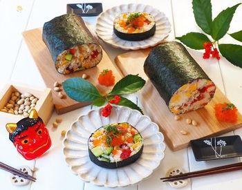 牛乳パックを使った恵方巻レシピです。ちらし寿司を使うので、上手く巻く自信の無いぶきっちょさんでも安心!見た目も華やかで綺麗に仕上がります♪