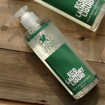 「グリーンモーション」のエコランドリーリキッドも同じく、1回で使うのはわずか5ml。ちょうどワンプッシュで出てくる量なので計りやすくなっています。100%植物由来の洗浄成分で環境にやさしく、柔軟剤もいらない仕上がりに♪