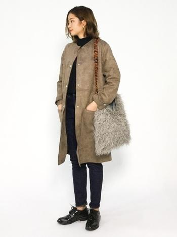 冬コーデをおしゃれに演出する「ファーバッグ」。デイリースタイルに一点投入するだけで、季節感溢れる旬のコーディネートが楽しめます。シンプルなデニムスタイルはもちろん、フェミニンコーデやモード系ファッションにも。様々なスタイリングに女性らしい華やかさと、大人のリッチ感をプラスしてくれます。