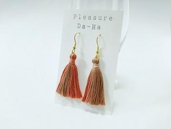 色のバリエーションが豊富で扱いやすいのが特徴の刺繍糸。出来上がりの繊細な感じも素敵ですね。