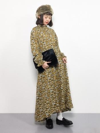 1枚さらっと着るだけでコーデが決まるワンピースも思い切って花柄に!上にニットカーデを羽織ったりジャケットを羽織ったり、普段のアイテムとも合わせやすいですよ。