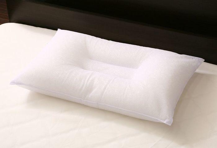 丸ごと洗えるウォッシャブル枕は、さっぱりとした使い心地と清潔感が魅力。中央の窪みが頭にフィットして心地良い眠りをサポートしてくれます。