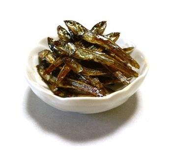 生臭さが消え、煮詰め過ぎにさえ注意すれば、お砂糖で作るより柔らかめに仕上がります。お弁当に入れても◎ ※お味噌汁に使ったいりこからも作れますよ♪