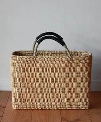 お仕事帰りのお買い物は、トートバッグもいいけれど、こんな可愛いカゴバッグなら気分もリフレッシュ♪晩ごはんの準備も楽しくなります。