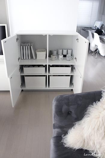 キッチン収納でも使いやすい深型・浅型長方形のボックス。縦横どちらに入れても使えます。棚の位置をボックスに合わせると見た目もキレイですね。  ▲squ+インボックス