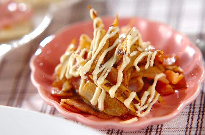 カレーの香りとマヨネーズの組合せで、お子様にも喜んでもらえるごぼうのレシピです。 いつものきんぴらとは一味ちがった炒め物は、味がしっかりついているのでお弁当のおかずにもピッタリ♪