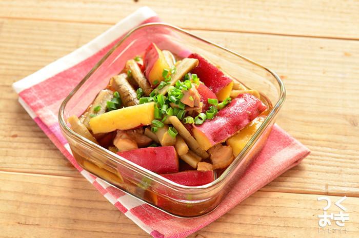食物繊維たっぷりの根菜を2種類。甘辛の味付けと鶏肉の旨味で箸が止まらなくなりそう。 調理後に少し時間を置くと味がしっかり中まで染み込んで、美味しさが増しますよ!