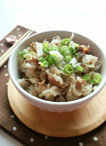 生姜の風味がまろやかで美味しい炊き込みご飯。ガッツリ食べたいけど健康にも気遣いたい方にも喜んでもらえるはず◎