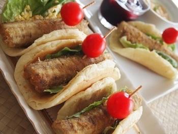 ごぼうの唐揚げをソーセージの代わりに使ったユニークなホットドッグです。 しっかり噛んで食べるレシピなので、脳の活性化にも良いかも!?
