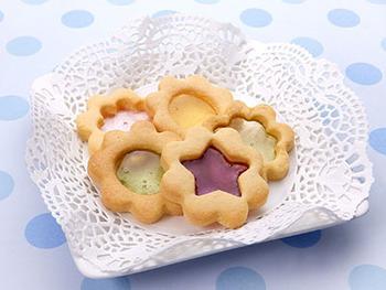 SNSで話題♪キラキラ透けて輝く「ステンドグラスクッキー」の作り方・アレンジレシピ