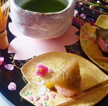 甘じょぱい桜餅は食べると3月の春の訪れを感じることができます。抹茶と一緒に食べてゆっくりと過ごしたいですね。電子レンジで20分のレシピで簡単に作れちゃいますよ。