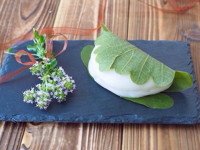5月の「端午の節句」で用いられる、柏の葉に包まれた柏餅。あんこを炊飯器で作るお手軽レシピです。あんこは手作りすると体力も時間もかかるので、簡単に出来るこのレシピなら作ってみたくなりますね。