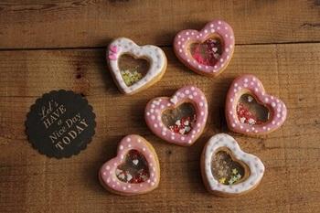 ハート型にして、アイシングでキュートに飾り付け。バレンタインにぴったりですね。