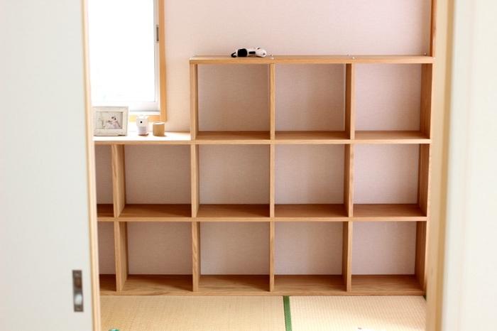 「無印良品」の家具で人気のあるスタッキングシェルフ。組み合わせも自由自在。スタッキングシェルフ用の引き出しパーツもあり、子供部屋にも使いやすい家具です。