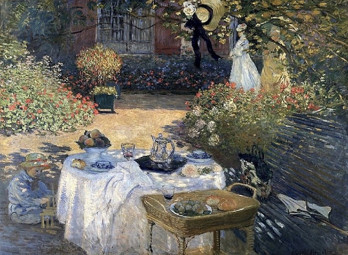 『昼食』(1869年)。  満開の花に囲まれた木洩れ日の庭で、妻カミ―ユと息子のジャンとランチ?くしゃくしゃのナフキンを見ると、食事を終えたところでしょうか。ジャンは組み立て遊びに熱中♪