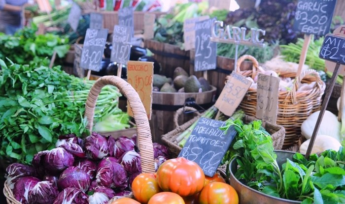 最近都内で頻繁に行われることが多くなったマルシェ。生産者さんとの距離も近く、新鮮な野菜が手に入るのでドンドン足を運びたくなるありがたいイベントですよね。