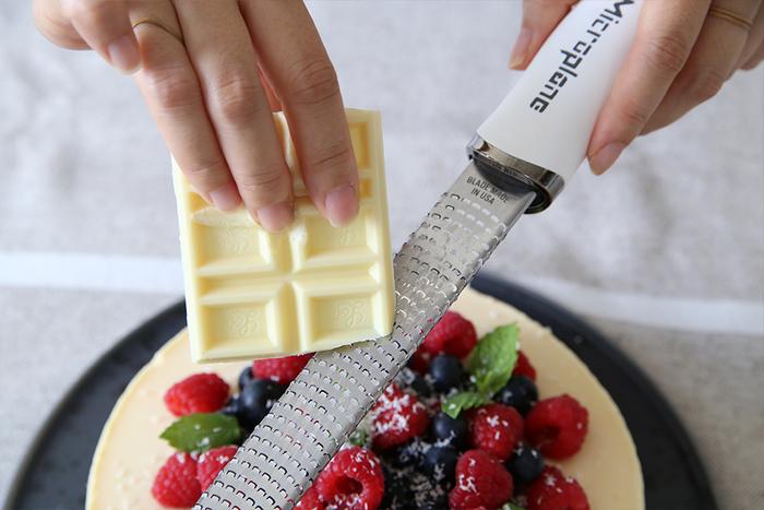 チーズだけでなく、チョコレートやレモン、ニンジンや生姜もきもちよく擦れるから、いつもの料理もワンランクアップします!