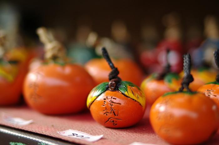 嵯峨野の落柿舎(らくししゃ)京都・・・リアルな柿の土鈴。艶やかな柿の朱色がおいしそう!