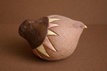 「フリージアの音の土鈴」・・・コロンとした丸い体に小さな可愛いクチバシが印象的な鳥の土鈴です。
