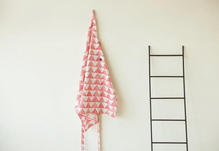 いくつあっても重宝するキッチン小物。いろんな布で作ってみたくなりますね。エプロン以外は小さいので余り布を活かしても◎たくさん作ってプレゼントしても喜ばれそうですね。