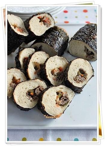こちらは変わり種、恵方巻パンのレシピです。海苔を巻いて焼くのは面白いアイディアですね。生地は醤油風味、具材はプルコギやチーズを包み、パンとの相性も◎
