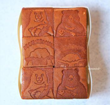 鎌倉の名店「鎌倉ディモンシュ」の豆を使った本格的なコーヒーをはじめ、京都の人気店「カフェ コチ」から取り寄せるパン、焼き菓子のセレクトも秀逸。目も舌も心も、親子で絵本の世界を存分に楽しんでみて!