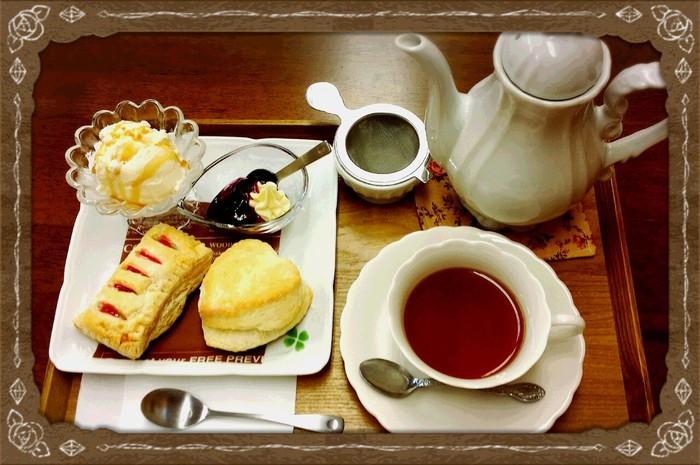 特製オリジナルスコーンは、焼きたてのお菓子と共に紅茶でゆっくり堪能したいですね。