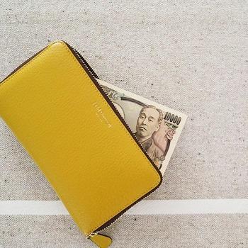 貯め上手さんに共通している特徴として「先に貯金をする」という行動がみられます。お給料の多い少ないにかかわらず、毎月この額は貯金すると決めて確実に実行しています。貯金額の多さではなくこの習慣が何より大切なポイント。コツコツ続けられる無理のない金額を設定しているようです。