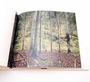 森をモチーフにしたエストニア。この写真集を通して2つの国を旅した気分になれそう。