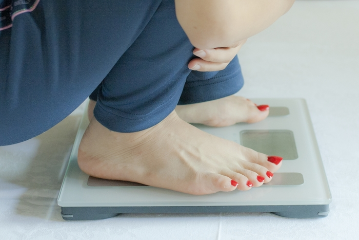洋服で体型が隠れる冬は、どうしても体重が増えてしまいがち。ダイエットに勤しむのは悪いことではありませんが、それがストレスになってくると、さらなる体重増加を招いてしまいます。