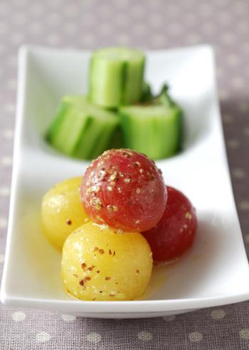 コロンと丸い形がかわいらしいプチトマトのマリネは、お肉料理の付け添えにも、おもてなしのオードブルにもピッタリ◎ トマト・ワインビネガーの酸味×マスターの辛味が絶妙な味わい。あともう一品…という時のために常備しておくと便利です。