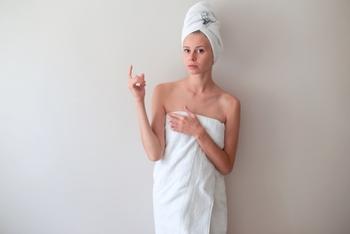 髪がパサつきやすいこの時期。トリートメント中に蒸しタオルを巻いておくことで、髪が滑らかな手触りに。お風呂場でなら、蒸しタオルもつくりやすいですね♪