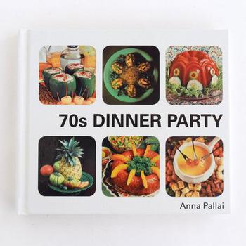 友人や恋人を招いて、ディナーパーティーを開いて最高の一夜を過ごしたい。でも忙しくて今はちょっと無理...  そんないつも頑張っている貴方に贈りたい、見ているだけで楽しめるご褒美本。パーティー料理の極意がつまった一冊です。
