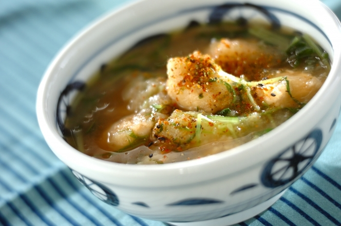 大根おろしがたっぷりのスープはホッとする味わいで、お餅と鶏つみれで満足感も十分。スープですが、お餅で食べ応えもあるので、ランチにもおすすめのレシピです♪